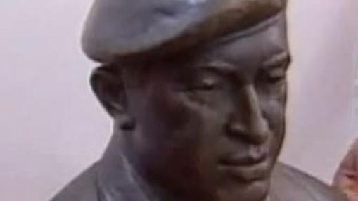 Busto en bronce de Hugo Chaves, uno de los ejemplos más agudos de broncemia