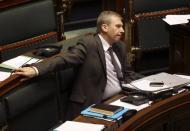 El gobierno belga dimite por menos de la mitad de lo que hace el de España