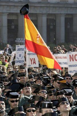 POLICIAS,  GUARDIA CIVILES  Y TITIRITEROS.