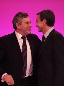 Ridículo: Zapatero da consejos a Gordon Brown