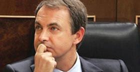 Zapatero se moja y miente