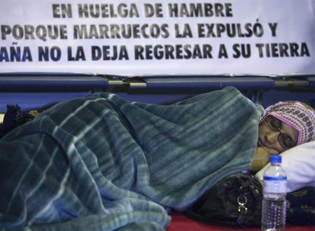 El drama de Aminatu Haidar se le escapa de las manos a España y a Marruecos
