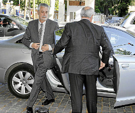 La Junta de Andalucía mantiene 300 coches oficiales de alta gama