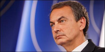 Zapatero, humillado, degradado y bajo vigilancia internacional