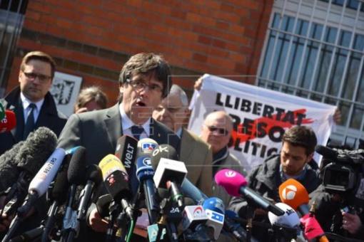 Es un peligroso delincuente golpista, pero se siente un héroe por culpa de la torpeza y el desprestigio de España
