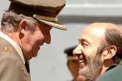 Rubalcaba y Zapatero, dos candidatos para hundir al PSOE