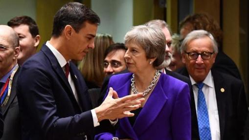 Teresa May, más fuerte y con más patriotismo y brío que Pedro Sánchez