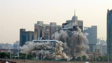 Demolición con explosivos en lugar de demolición mecánica o manual