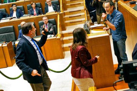 Espectáculo vomitivo y exhibición de miseria y odio en el Parlamento Vasco