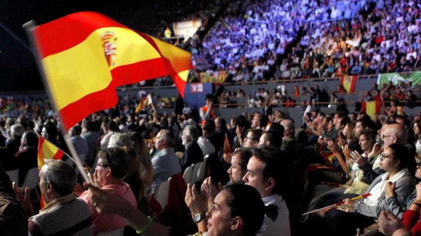 VOX congrega a miles de personas y llena a rebosar los espacios donde celebra sus actos, algo que causa terror a sus adversarios
