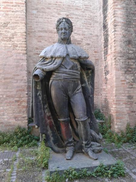 Hasta el rey Fernando VII, felón y traidor tiene monumentos y gloria, solo porque perteneció a la casta de los amos.