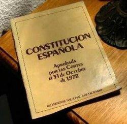 ¿ES DEMOCRÁTICA LA CONSTITUCIÓN ESPAÑOLA?