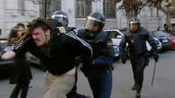 Los gobiernos poco democráticos miman más a la policía que al Ejército
