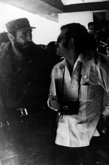 El autor del artículo conversando con Fidel en la Habana