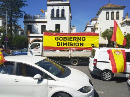 Cientos de miles de ciudadanos, coches y motos colapsaron ayer, sabado, las calles de las ciudades españolas, en protesta contra el desastre de gobierno que preside Pedro Sánchez, cada día más rechazado y desacreditado