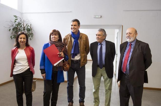 Pedro Sánchez otorga al CIS 11.4 millones de euros y paga a su director, Tezanos, cien mil euros de sueldo. Sánchez sabe que le debe mucho al CIS, al frente del cual, de manera mafiosa, hay un militante socialista en lugar de un profesional independiente, como es preceptivo en una democracia
