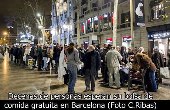 Ni siquiera las vergonzosas colas del hambre que se multiplican en España dañan al gobierno de Sánchez
