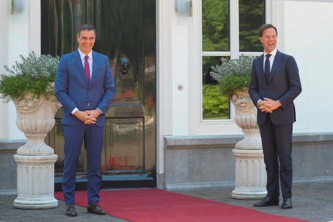 La distancia no es sólo por el coronavirus. Mark Rutte ha humillado al presidente del gobierno, Pedro Sánchez, diciéndole que si quiere dinero sin condiciones lo busque fuera de Europa