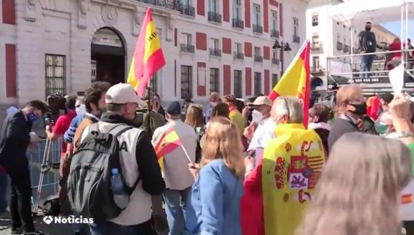 Abuchean a Pedro Sánchez en Pamplona, Matalascañas, Madrid y en cualquier sitio que le vean los ciudadanos. Ya no se atreve a salir sin abundante escolta. Es un tipo odiado y despreciado.