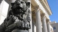 Baño de basura e indignidad de la clase política española en el Congreso