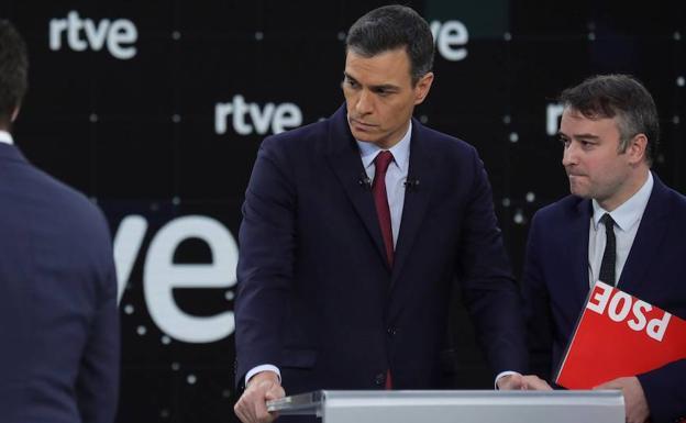 La pareja Sánchez-Redondo inunda la política española de inquietud y peligro