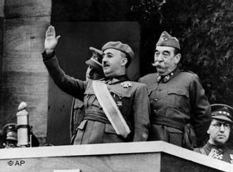 Franco preside un desfile