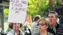 """La """"cofradía del morro"""": políticos arrogantes por las calles de España"""