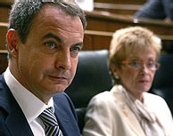 Peligro en España: Zapatero se dispone a utilizar las ya agotadas arcas públicas para comprar votos