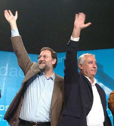 Arenas cree que Rajoy debería retirarse, pero defiende lo contrario