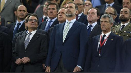 Pitada monumental al Rey y al himno en la final de 2015, entre el Borcelona y el Atlético de Bilbao