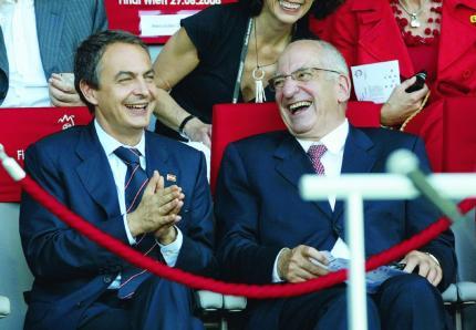 Humor: ¿Por qué no funcionó el 'gafe' de ZP en la Eurocopa?