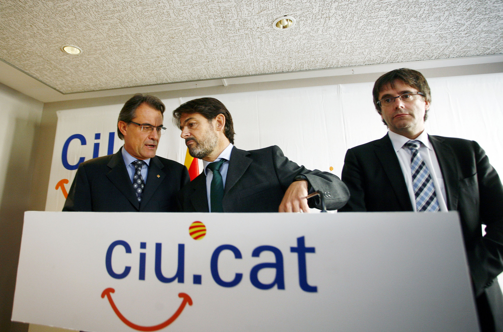 Los Pujol, Mas y Puigdemont, tres patas de la pocilga catalana