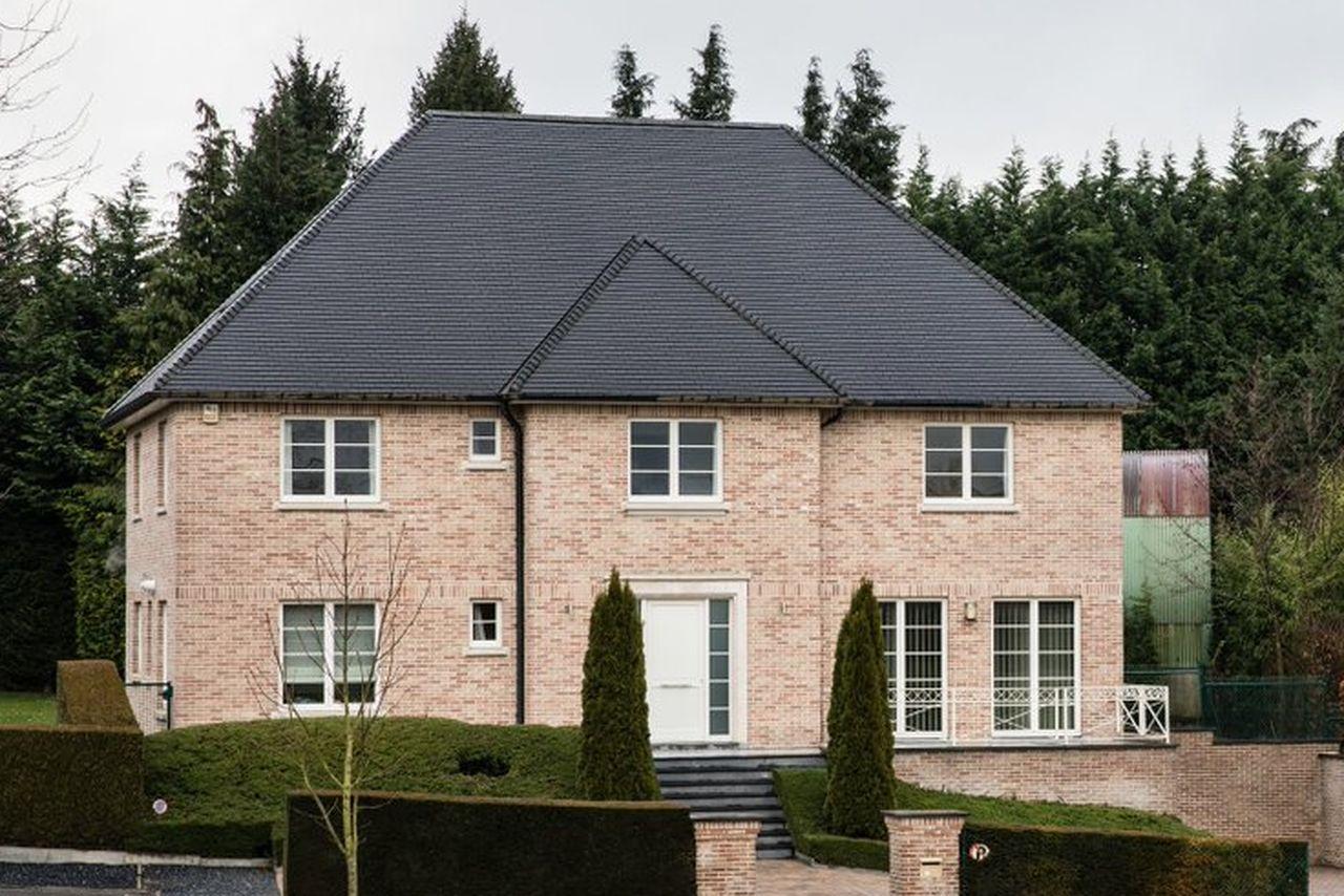 ¿Con qué dinero se paga la lujosa casa de Puigdemont en Waterloo?