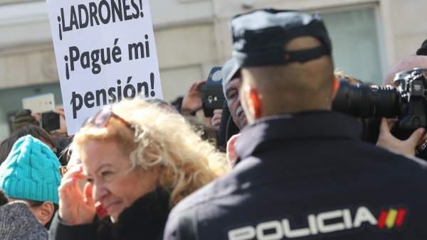 En España no hay dinero para pensiones, pero sí para pesebres y privilegios