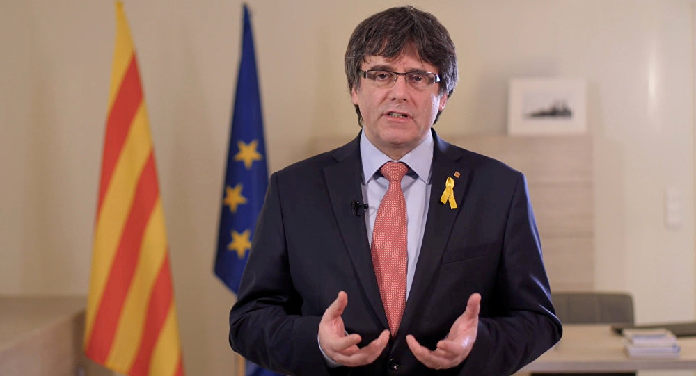 Este mequetrefe de Puigdemont miente por toda Europa y lucha por destruir el prestigio de España