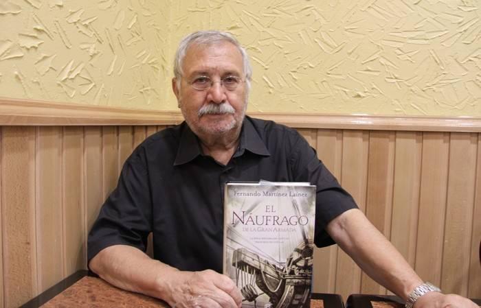 """EL ESCRITOR FERNANDO MARTÍNEZ LAÍNEZ SOBRE EL LIBRO """"HIENAS Y BUITRES"""""""