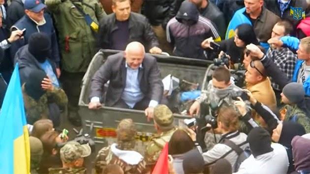 En Ucrania, los ciudadanos echaron a la basura a políticos corruptos. En España todavía no.