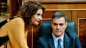 Pedro Sánchez y la ministra Montero, verdadera entusiasta de las brutales subidas de impuestos que el gobierno planea