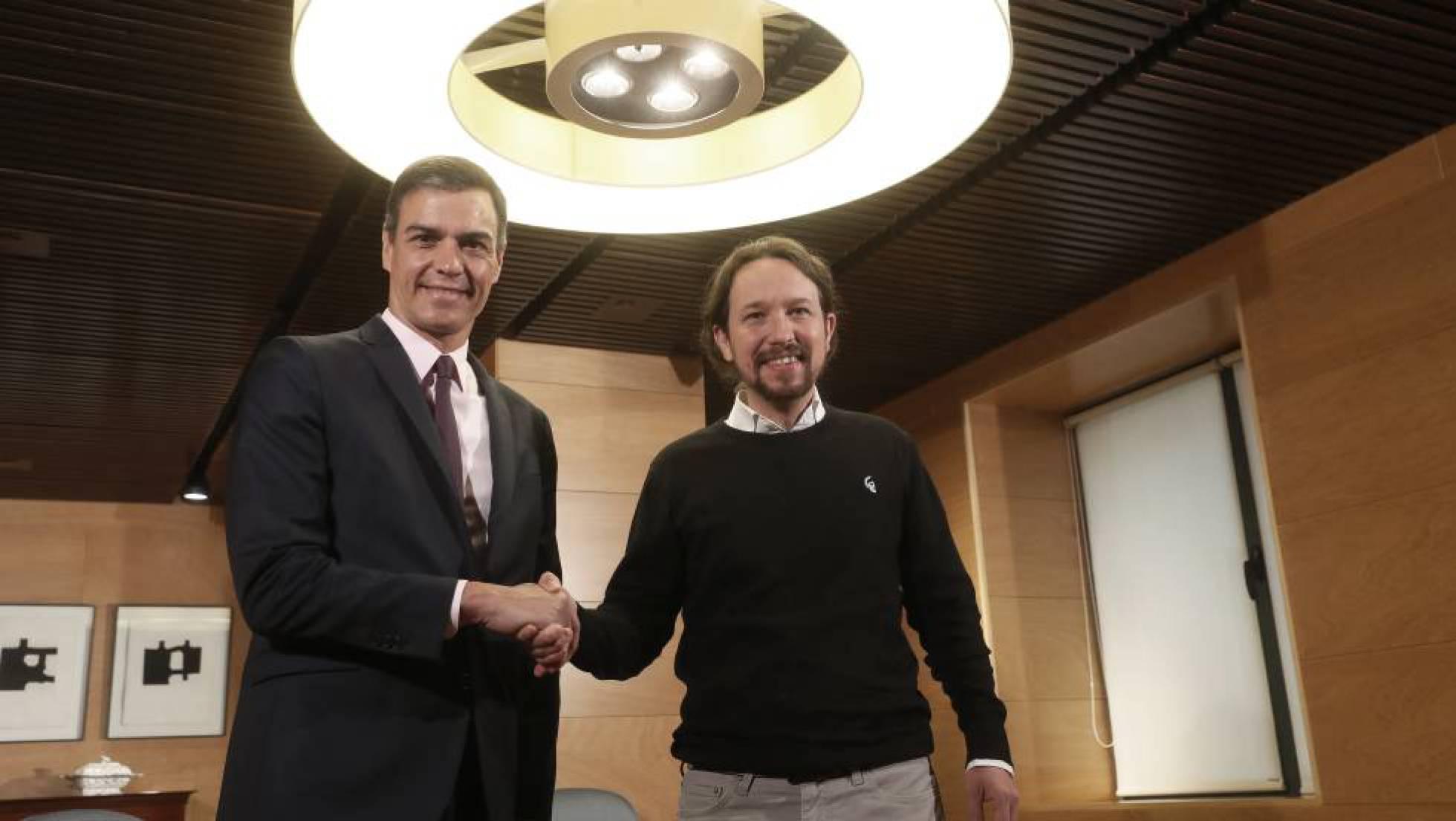 """El """"Pacto del estiércol"""": Sanchismo y comunismo unidos contra España"""