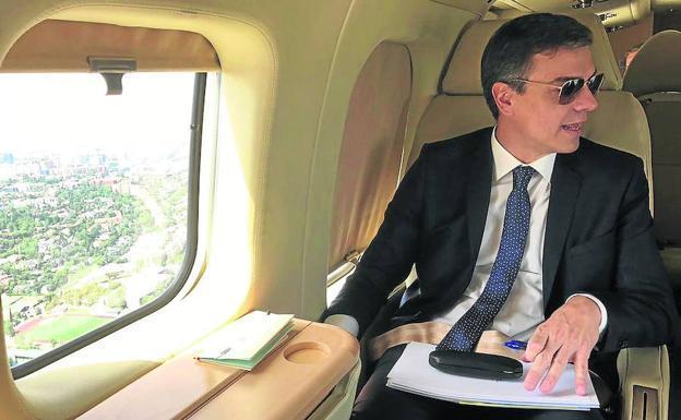En su avión Falcon, el ostentoso y derrochador Pedro Sánchez
