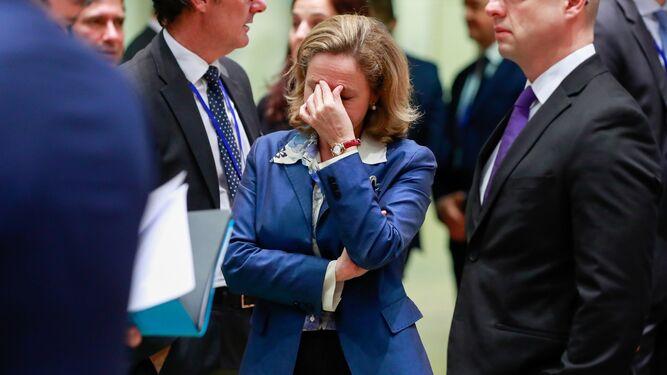 La ministra española Nadia Calviño apesadumbrada ante la resistencia de Europa a pagar la factura de España