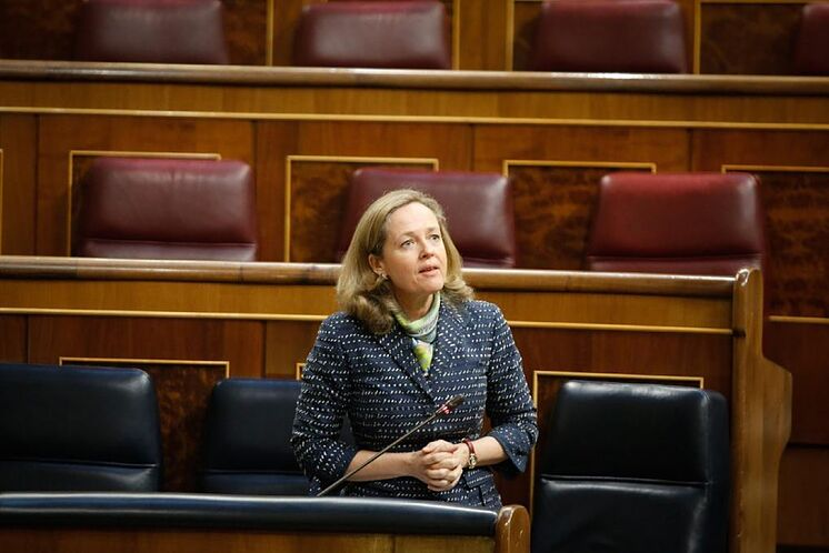 Sóla y sin poder imponer sus razonables medidas en el gobierno suicida de Sánchez e Iglesias
