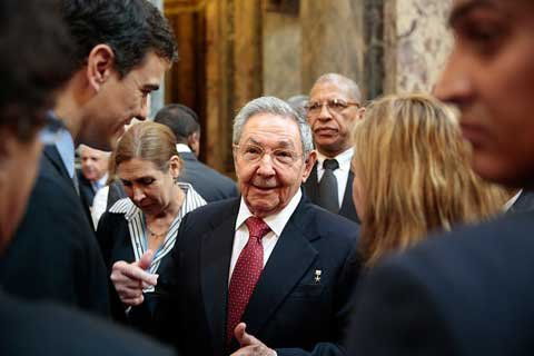 El alumno Pedro frente al admirado maestro Raul Castro, todo un falso demócrata