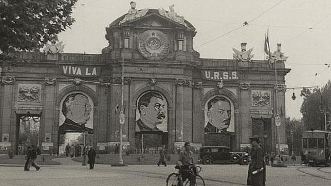 Homenaje al comunismo en la madrileña Puerta de Alcalá