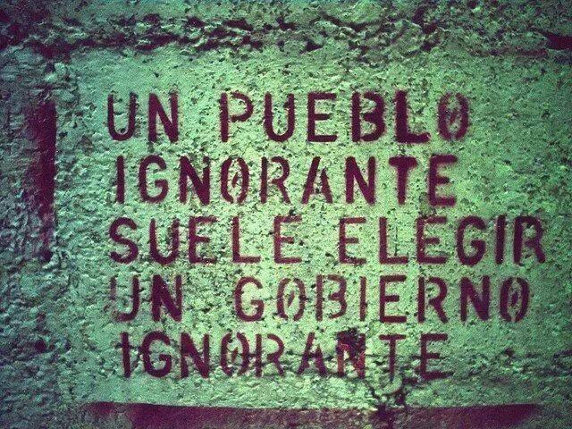Los políticos españoles son mediocres, torpes y mal preparados