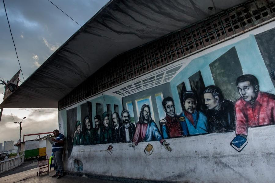 """Jesús mezclado con personajes como Chaves, Marx, Lenin, Mao, el """"Che"""" y otros"""