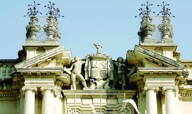 Hay más interés en retirar símbolos franquistas que en potenciar la calidad de la Universidad española