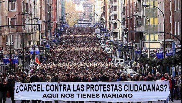 La derecha española, extraña, codiciosa y sin ideología, impone la Ley Mordaza
