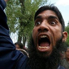 Los muertos de París impulsan la reacción: abajo el buenismo, cerrar mezquitas, luchar...
