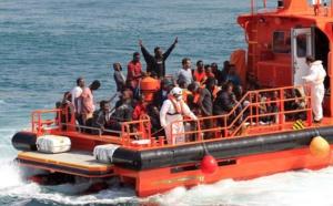 Cientos de inmigrantes son salvados cada día en las aguas del estrecho y traídos a España, donde provocan un creciente rechazo y cambios de gran calado.